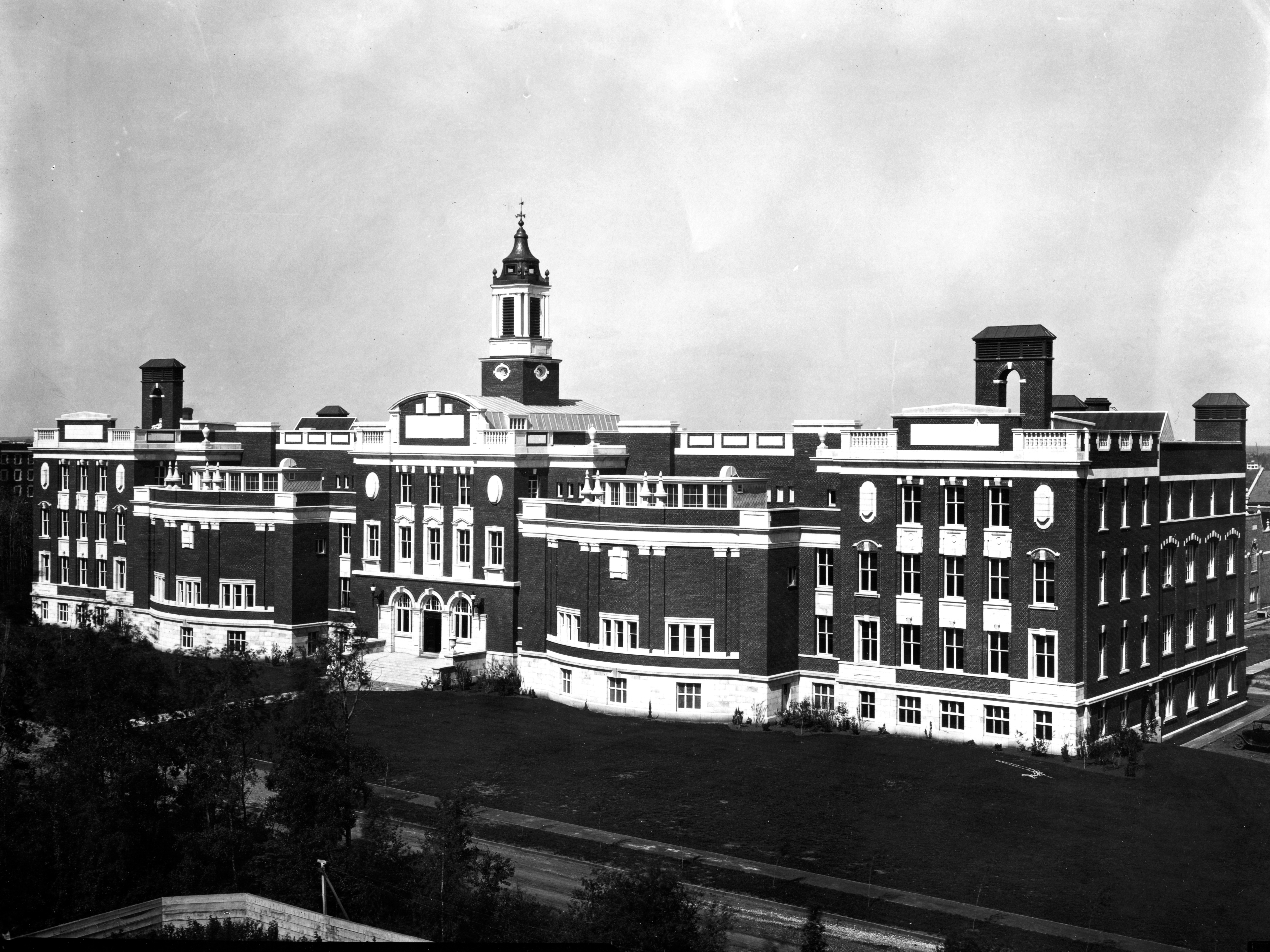 University of Alberta Archives, UAA-1969-097-347, Front of Medical Building, 1922.